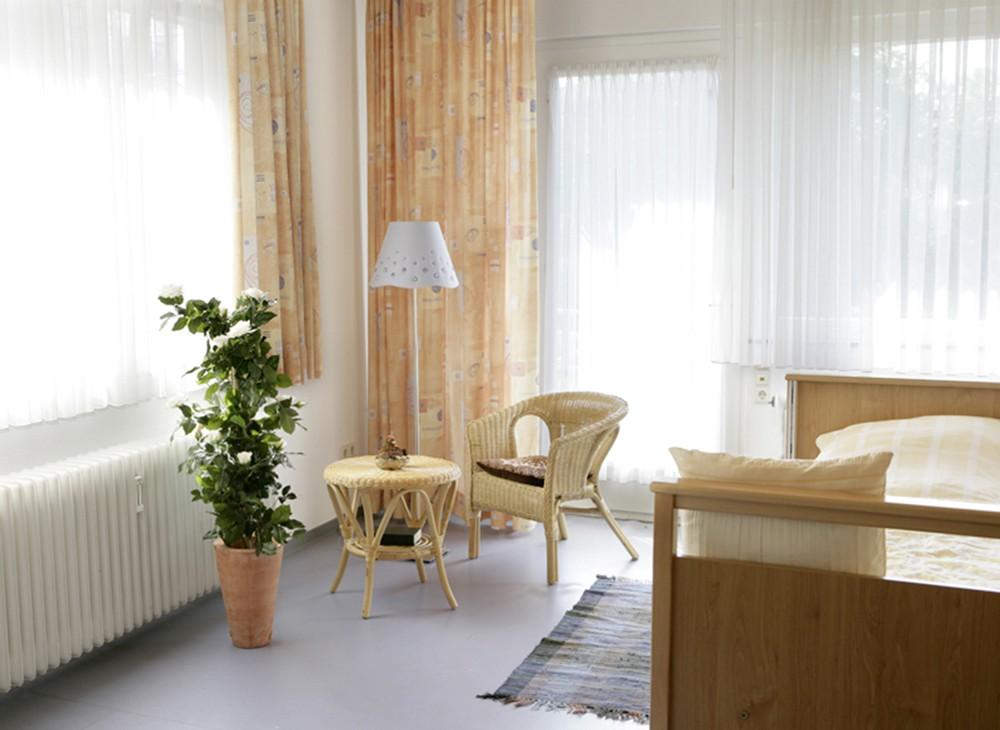Altenheim pflegeheim zentrum f r betreuung und pflege am for Goldfischteich pflege